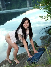 Daring teen beauty likes showing her naked body outdoors