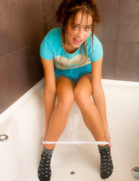 Sweet Natasha goes nude in the bath