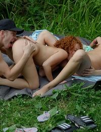 Summer threesome fucking